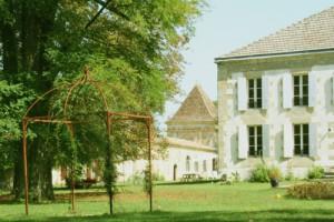 Facade domaine naturiste Château Guiton