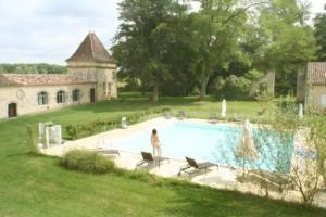 Piscine - Domaine naturiste Château Guiton